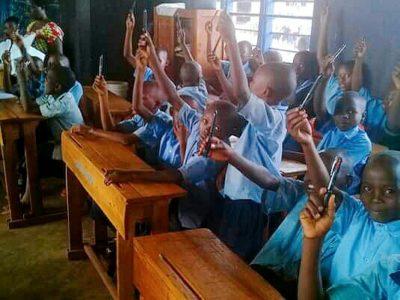 ダルビッシュ選手から寄付!ルワンダの子どもたちに2500本のボールペンを届けました